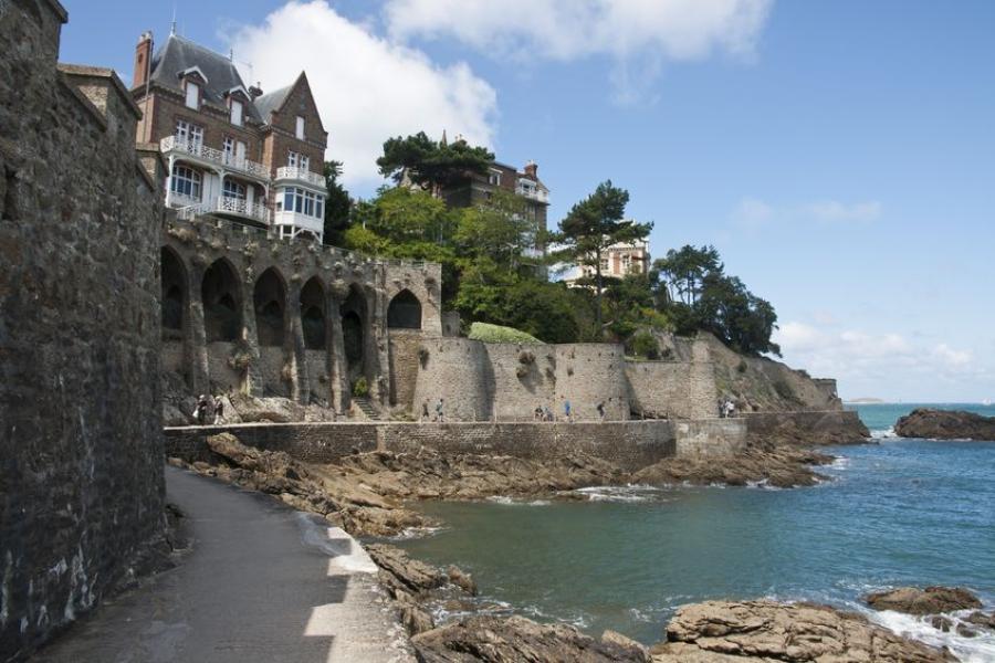 Dinard the chic elegant seaside resort for Hotels saint malo