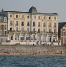 Hotel Kyriad Saint Malo Plage with direct sea views